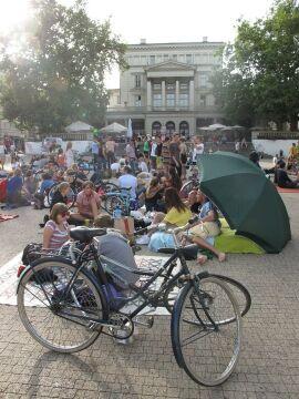 Część osób przyjechała rowerami