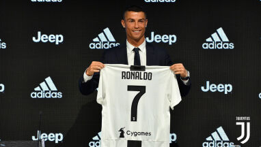 Bez kibiców i popisów na murawie. Kameralna prezentacja Ronaldo