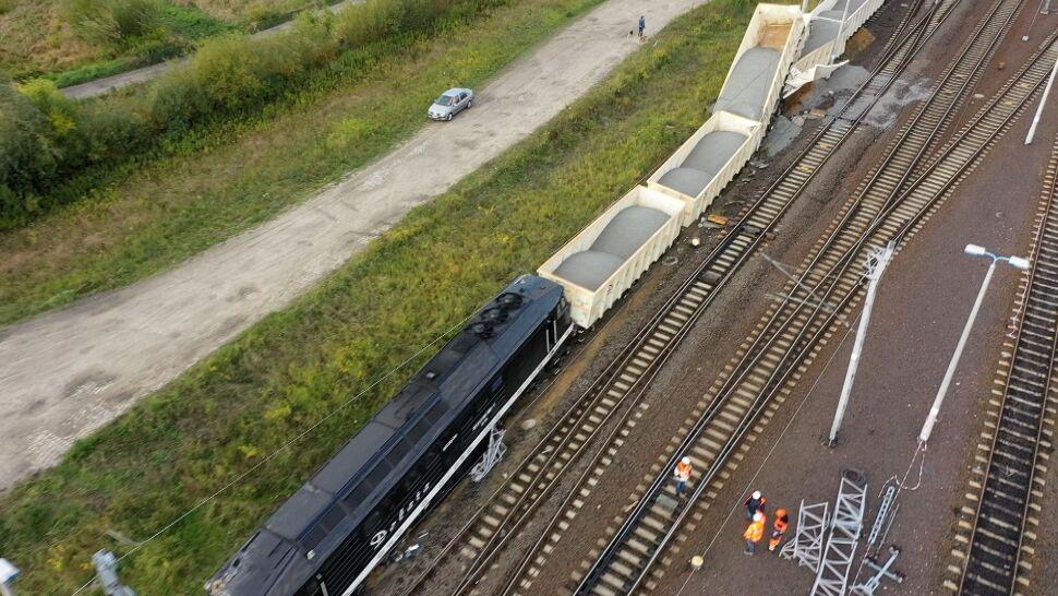 Wykolejenie lokomotywy i siedmiu wagonów. Nie ma rannych, były utrudnienia
