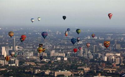 50 balonów przeleciało nad Londynem