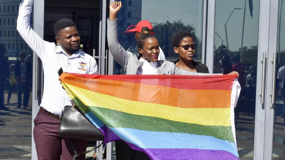 Znieśli kary za stosunki homoseksualne