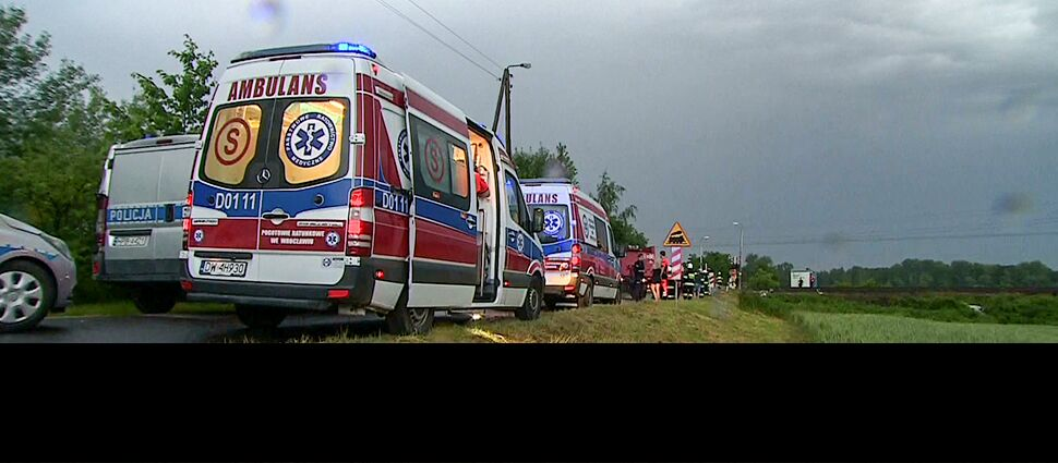 Samochód wjechał pod pociąg  na niestrzeżonym przejeździe. Nie żyje pięć osób