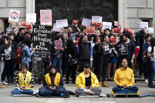 Demonstracja przeciwko poprawkom do ustawy ekstradycyjnej