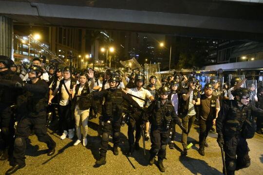Policja na ulicach Hongkongu