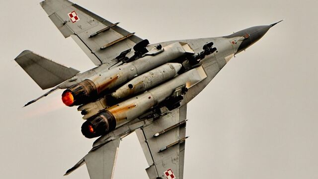Piętrzą się pytania. Co się działo z pilotem MiG-a?