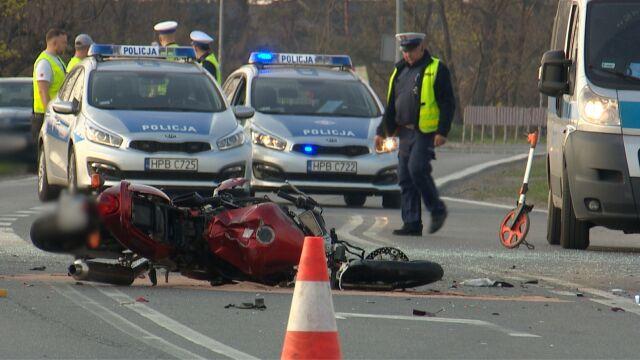 Motocyklista nie żyje. Kierowca samochodu chciał skręcić w lewo