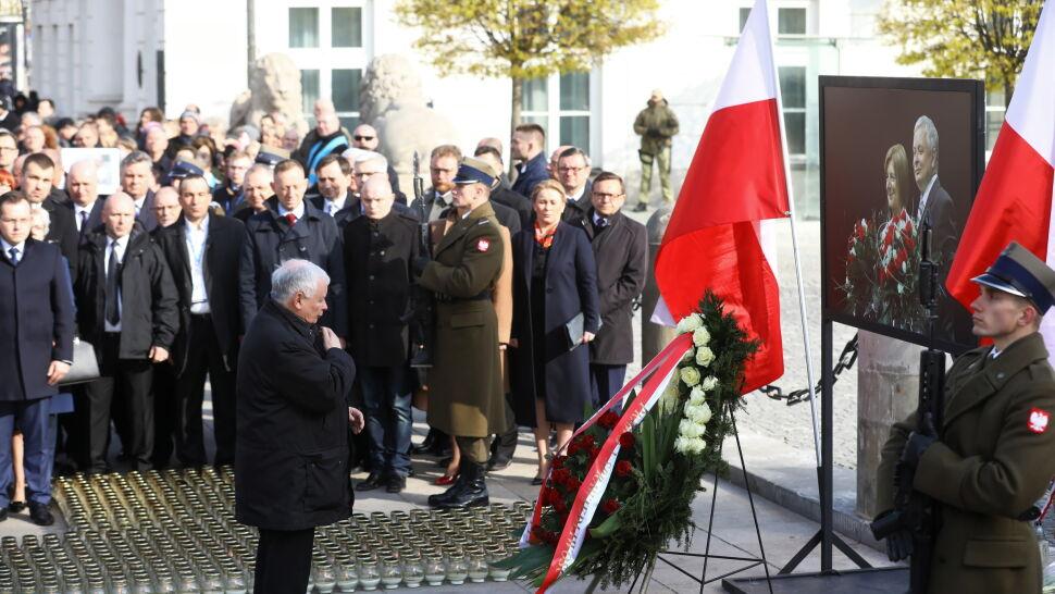Apel Pamięci przed Pałacem Prezydenckim.  Obchody dziewiątej rocznicy katastrofy smoleńskiej