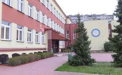 W gimnazjum nr 3 w Ostrowcu Świętokrzyskim w środę podczas egzaminów pojawili się policjanci