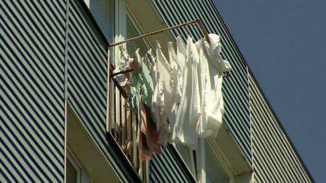 """""""Nie!"""" dla """"gaci"""". Będą kary za suszenie prania na balkonie?"""