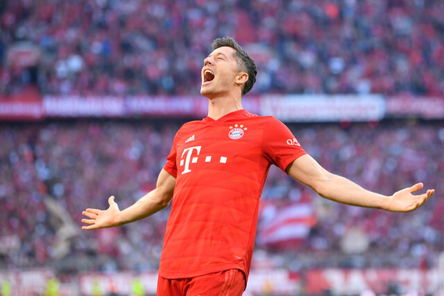 Lewandowski pobił rekord Bundesligi. Bayern w końcu wygrał w lidze
