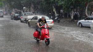 Powodzie po ulewnych deszczach, siedem osób nie żyje