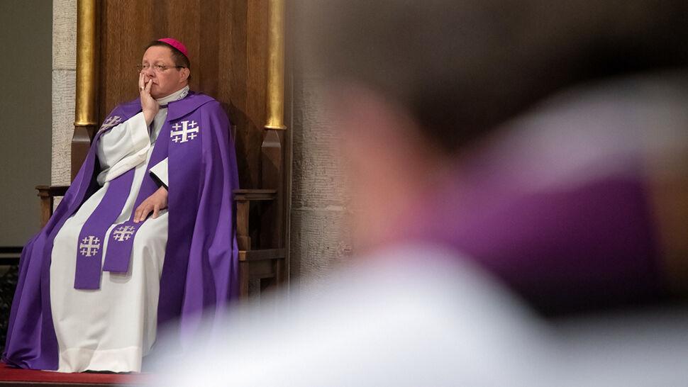 Arcybiskup: Mamy wiedzę o dziesięciu małoletnich molestowanych. To nie jest pełna lista ofiar