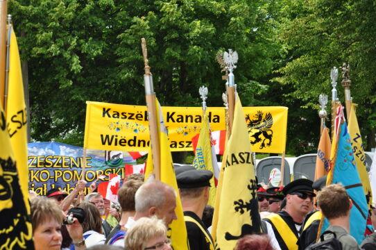 Żółty i czarny to barwy kaszubskiej flagi