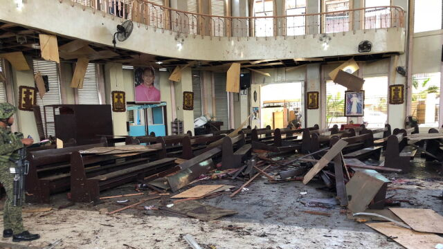 Dwa wybuchy podczas niedzielnej mszy. Wielu zabitych i rannych