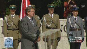 Marszałek Bronisław Komorowski przy Pomniku Polskiego Państwa Podziemnego/TVN24