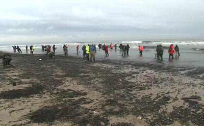 Dwudniowy sztorm wyrzucił na plażę bursztyn