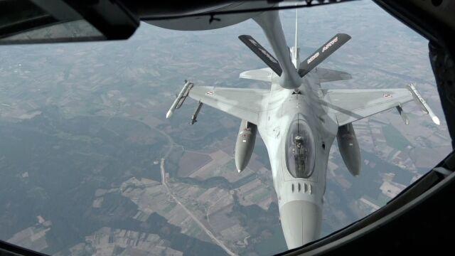 Tak tankują F16. Relacja z pokładu powietrznej cysterny