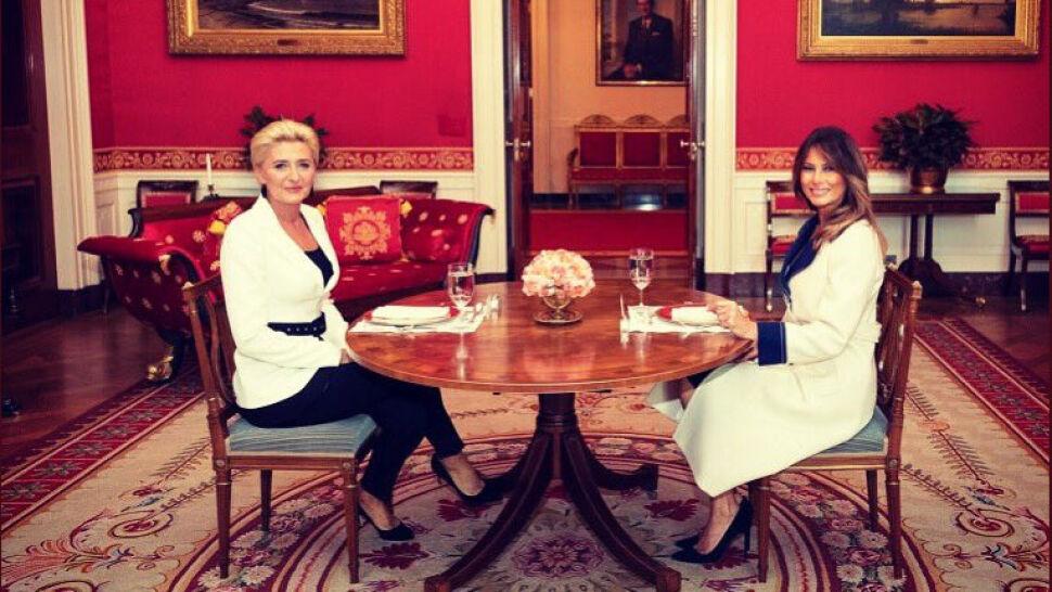 Pierwsze damy przy okrągłym stoliku