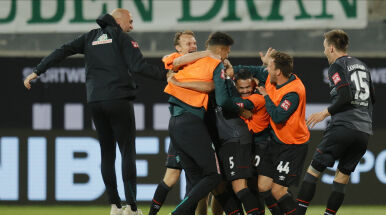 Gole z przypadku, szalona końcówka. Werder zostaje w Bundeslidze