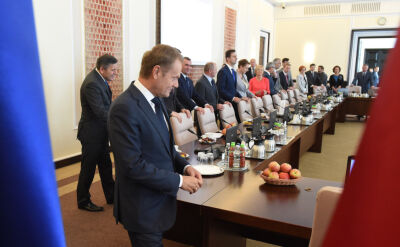 """""""Pożegnanie rządu i premiera Tuska"""". Ostatnie posiedzenie, słonik na szczęście"""