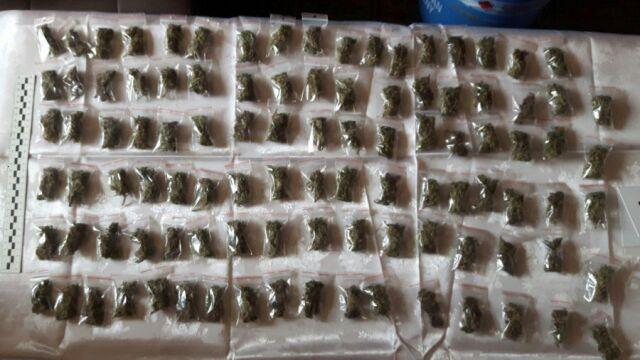 200 gramów marihuany i 100 ciastek w domach ojca i syna