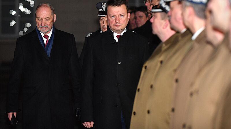 Macierewicz przekazał obowiązki szefa MON Błaszczakowi