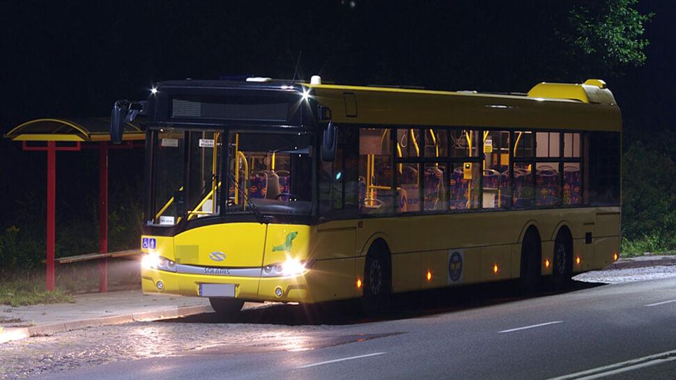 Autobus gwałtownie zahamował, pasażer upadł. Trafił do szpitala, gdzie zmarł
