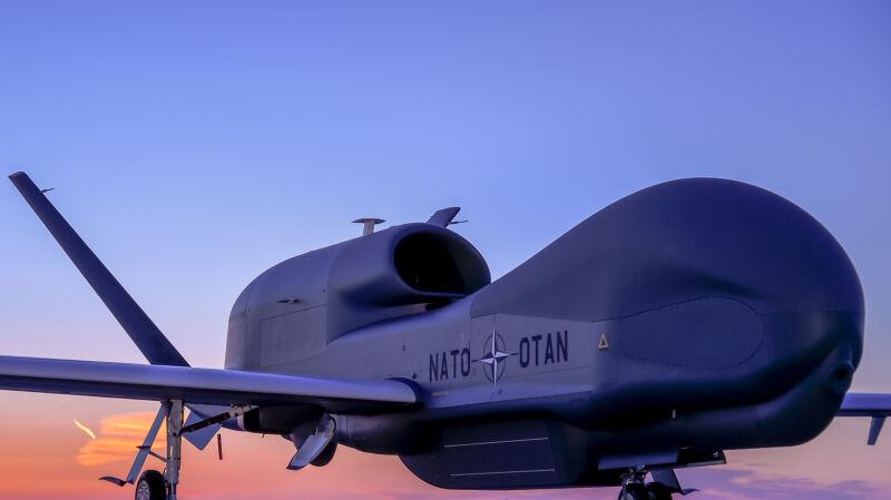 Pierwszy Global Hawk dla NATO gotowy