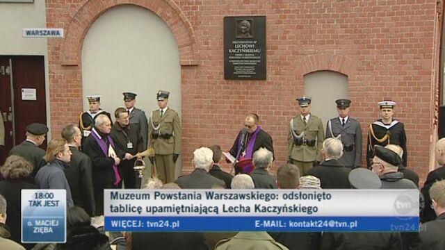 Tablicę poświęcił ks. biskup prof. Tadeusz Pikus (TVN24)