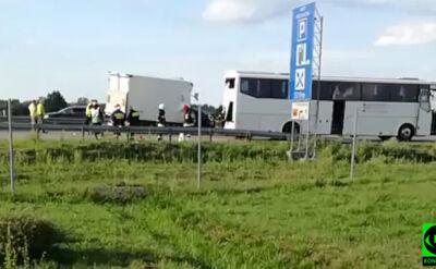 Bus uderzył w autokar wiozący dzieci. Ranni, przyleciał śmigłowiec