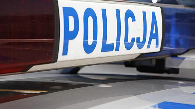 Policja późnym wieczorem zatrzymuje matkę i zabiera jej dzieci. Bo nie zapłaciła grzywny