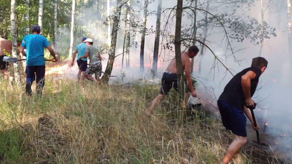 Chwycili za łopaty oraz gałęzie i zaczęli gasić pożar przed przyjazdem strażaków