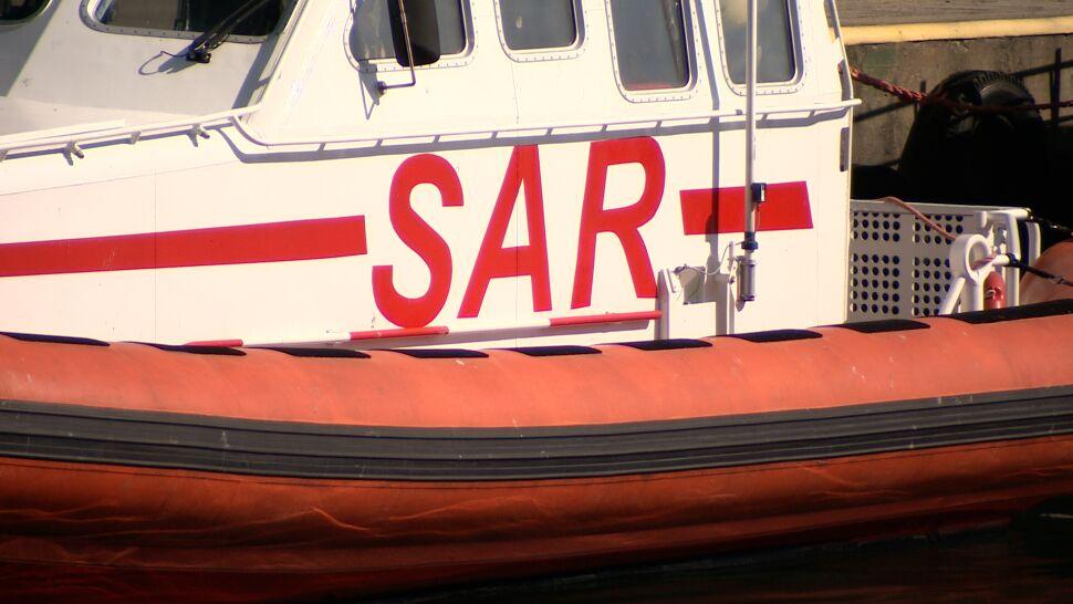 Wędkarze wypłynęli na Zatokę Pucką i zaginęli. Ratownicy znaleźli wywróconą łódkę i dwa ciała