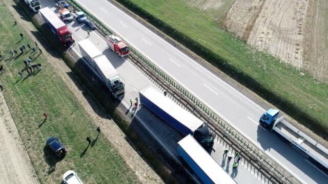 Wypadek na A4. Jedna osoba nie żyje, autostrada zablokowana