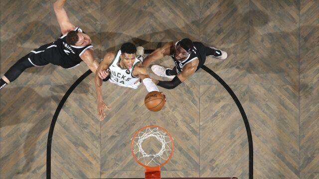 Bucks załatwili Nets w dogrywce. Centymetry Duranta
