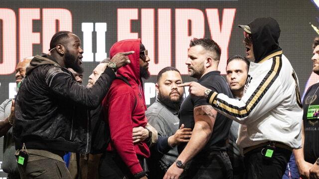 """Jeden chce nokautu, drugi """"dokończyć dzieło"""". Fury i Wilder stanęli oko w oko"""