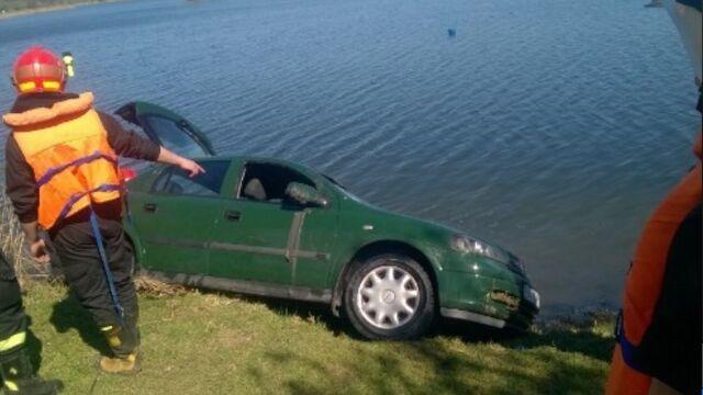 Wyciągnęli auto z wody. Kierowca nie przeżył