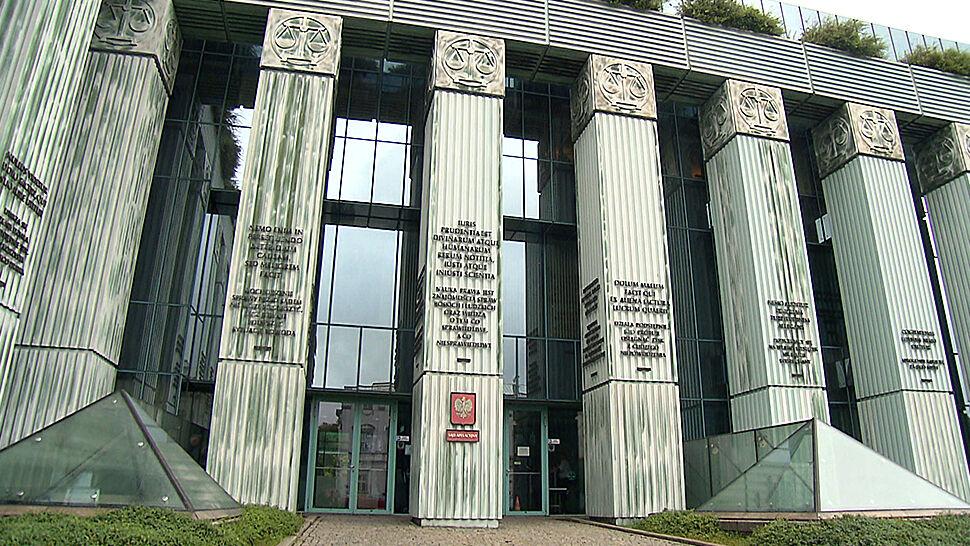 """""""Perełka w kolekcji bubli prawnych"""". Projekty w  sprawie sądu i trybunału wróciły do komisji"""