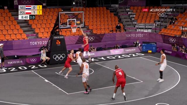 Tokio. Piękna akcja Polaków z początku starcia z Holandią w meczu koszykówki 3x3