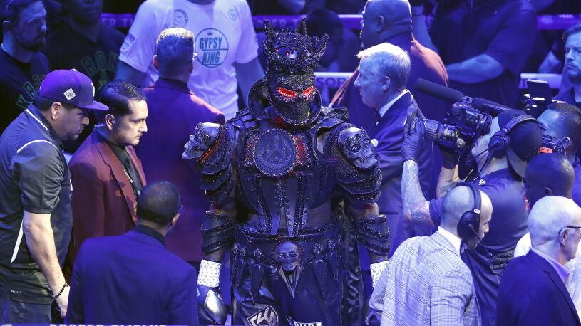 Wilder porażkę z Furym tłumaczy zbyt ciężkim strojem, w którym wyszedł na ring