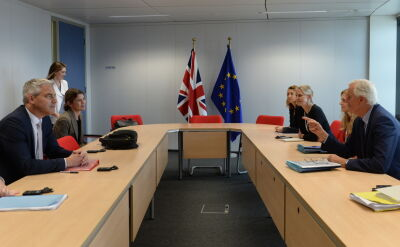 Michel Barnier i Stephen Barckay dyskutowali o brexicie