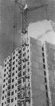 16-piętrowy blok nr 43 na os. Piastowskim w sierpniu 1976 r.