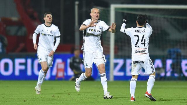 Legia długo zawodziła, ale wygrała w Sosnowcu i jest liderem