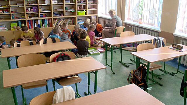 Sześciolatki zostają w szkołach. Tak zdecydowali posłowie