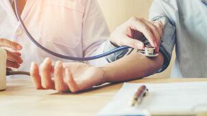 Brakuje chętnych do bycia lekarzem w Polsce. Resort zdrowia próbuje łatać dziurę