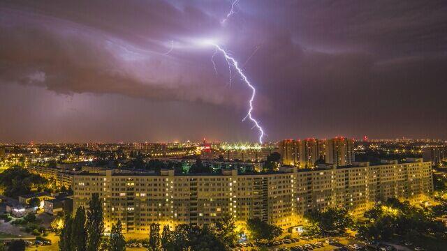To zdjęcie burzowego Poznania robi furorę nie tylko w Polsce