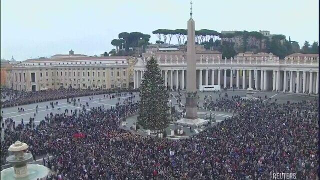 """""""Dzisiaj jest dziękczynienia"""". Papież życzył """"spokojnego zakończenia roku"""""""