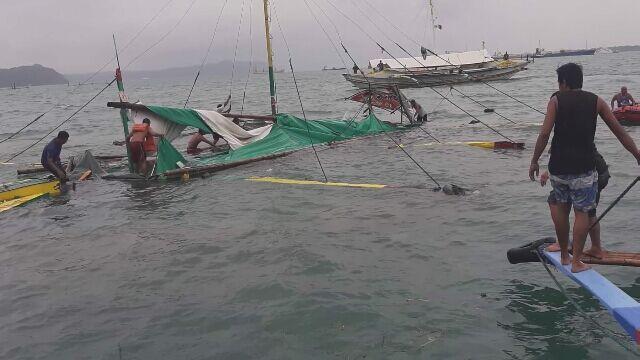Zatonęły trzy promy, nie żyje 25 osób. Trwają poszukiwania zaginionych pasażerów