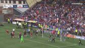 Szalona radość kibiców Rangers FC. Wbiegli na boisko, zniszczyli daszek