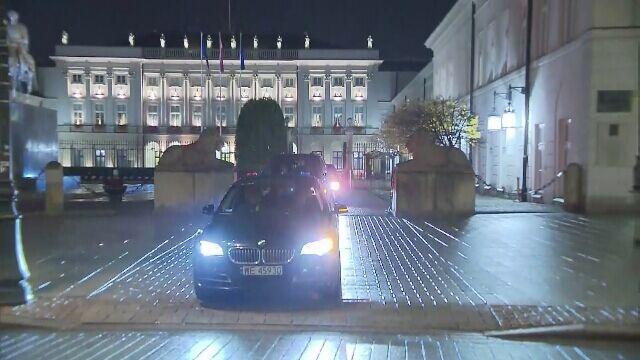 Andrzej Duda w drodze do Belwederu na spotkanie z prezesem PiS i premierem